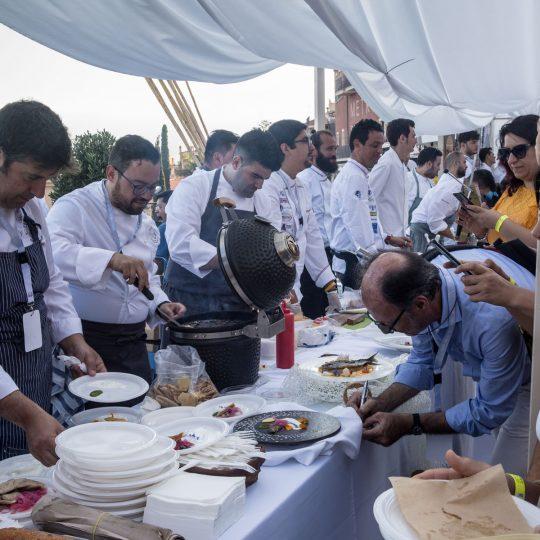 http://www.cibonostrum.eu/wp-content/uploads/2017/06/taormina-cooking-fest-2017-115_BZ-540x540.jpg