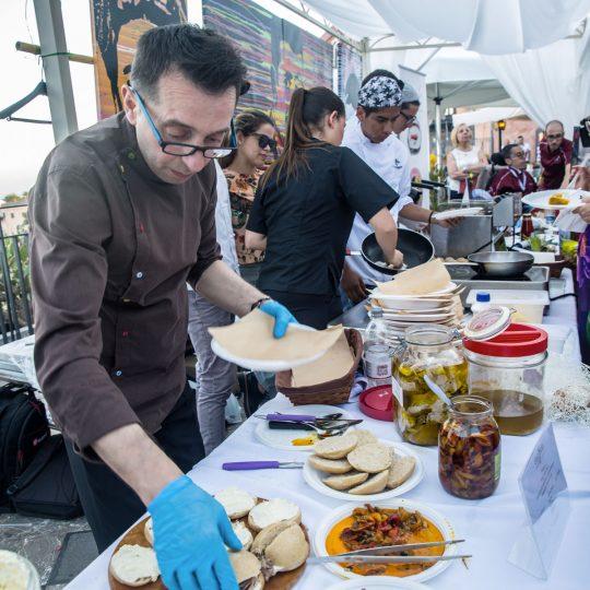 http://www.cibonostrum.eu/wp-content/uploads/2017/06/taormina-cooking-fest-2017-140_BZ-540x540.jpg