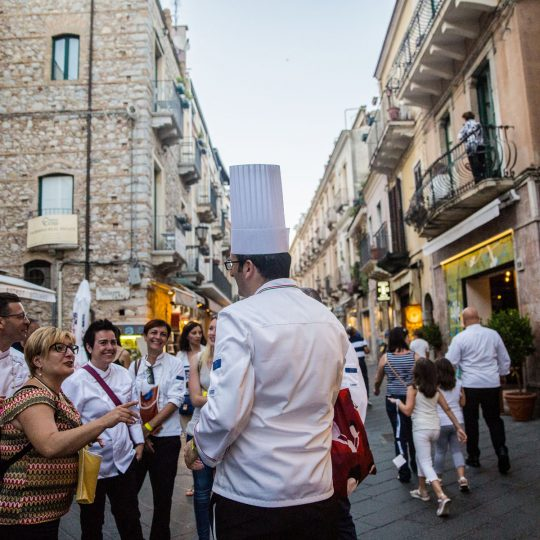 http://www.cibonostrum.eu/wp-content/uploads/2017/06/taormina-cooking-fest-2017-195_BZ-540x540.jpg