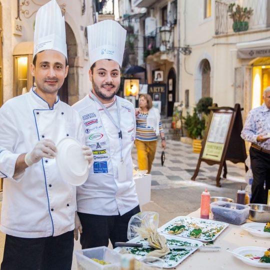 http://www.cibonostrum.eu/wp-content/uploads/2017/06/taormina-cooking-fest-2017-199_BZ-540x540.jpg