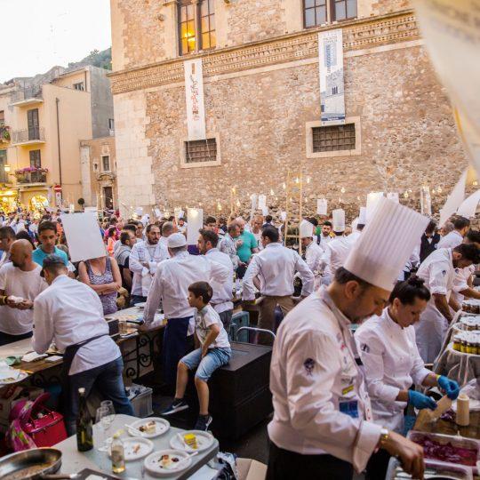 http://www.cibonostrum.eu/wp-content/uploads/2017/06/taormina-cooking-fest-2017-212_BZ-540x540.jpg