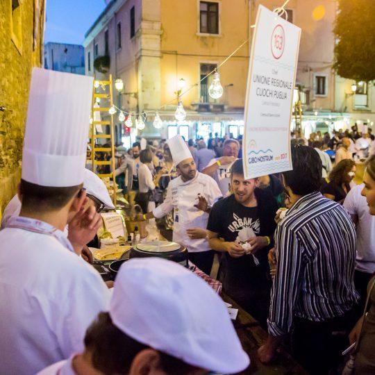 http://www.cibonostrum.eu/wp-content/uploads/2017/06/taormina-cooking-fest-2017-223_BZ-540x540.jpg