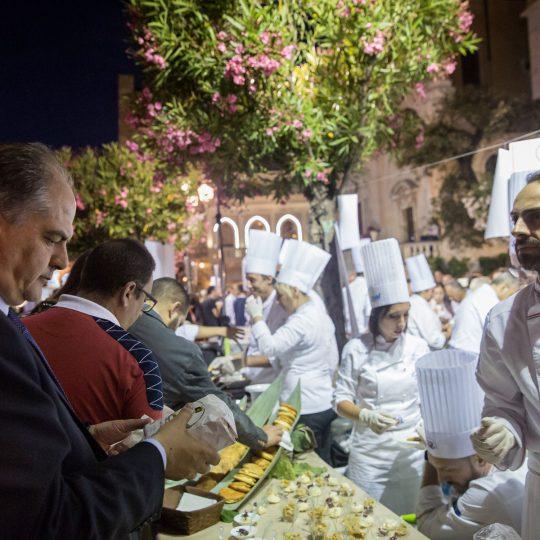 http://www.cibonostrum.eu/wp-content/uploads/2017/06/taormina-cooking-fest-2017-227_BZ-540x540.jpg