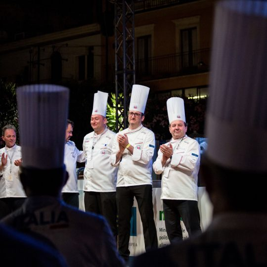 http://www.cibonostrum.eu/wp-content/uploads/2017/06/taormina-cooking-fest-2017-240_BZ-540x540.jpg