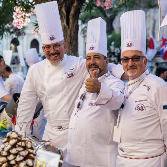 http://www.cibonostrum.eu/wp-content/uploads/2017/06/taormina-cooking-fest-2017-95_BZ-540x540.jpg